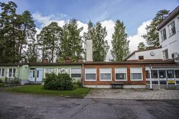Nuorten talo, Osmajoentie 28, Waltterin koulun vieressä